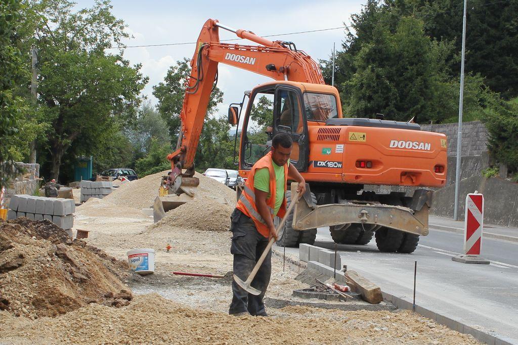 Letos bodo izvajalci ob regionalni cesti,pregledali in očistili že zgrajene kanale in dogradili tudi tiste, ki se v sklopu izgradnje kolesarske povezave še niso bili zgrajeni