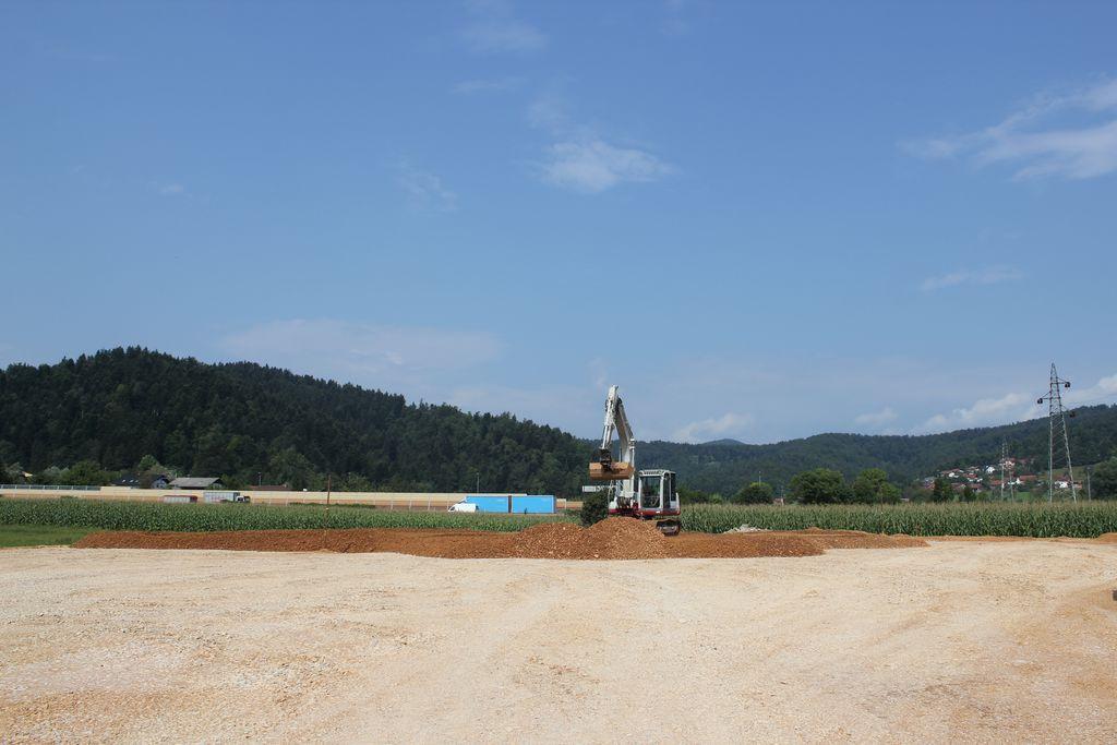 Dela na čistilni napravi potekajo po načrtih, kmalu bo zgrajen nasip, sledila bo polletna konsolidacija.