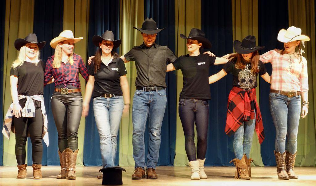 Plesalci tradicij divjega zahoda.