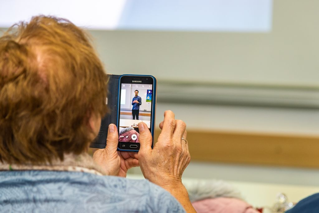 Izobraževanje preko sodobnih tehnologij; Foto Eving