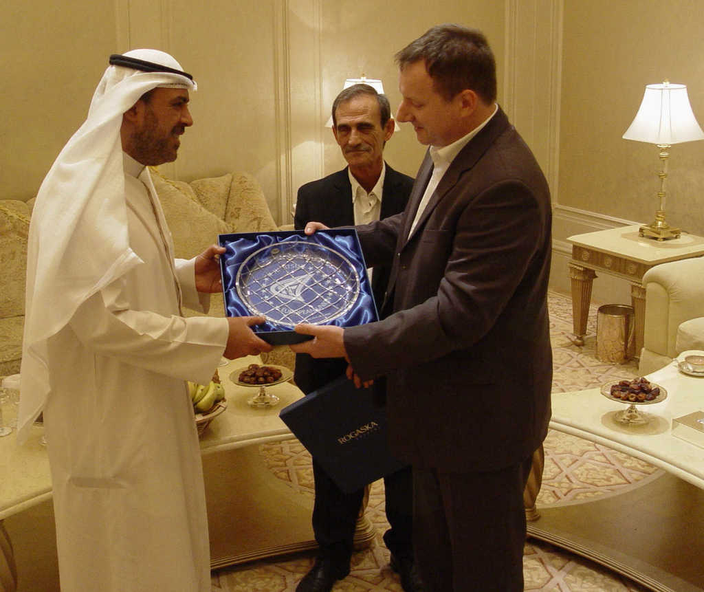 Mednarodno delovanje, srečanje s šejkom Ahmadom Al-Fahadom Al-Sabahom v Abu Dhabiju 2014. V ozadju predsednik JJIF, Panagiotis Theodoropoulos. Šejk Ahmad je predsednik Azijskih olimpijskih komitejev (OCA), predsednik Združenja nacionalnih olimpijskih komitejev (ANOC), član Mednarodnega olimpijskega komiteja (IOC) ter več drugih mednarodnih športnih organizacij in zvez.