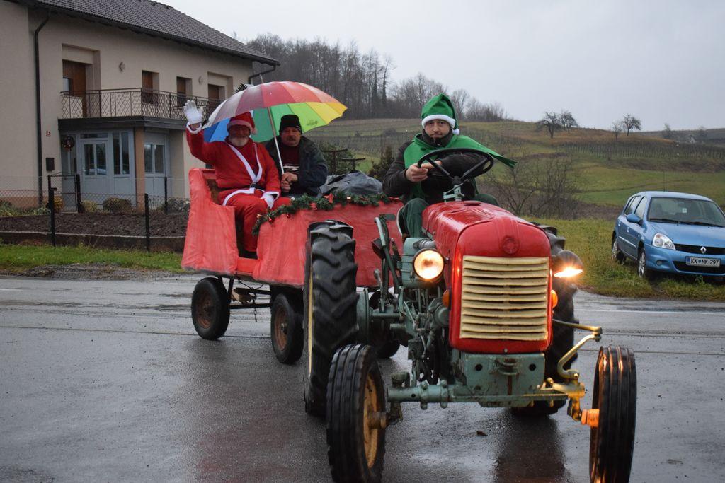 Otroke iz Rovišč ponovno obiskal Božiček