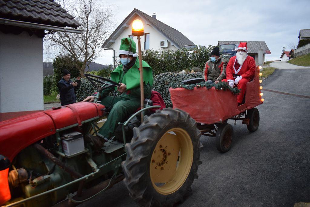 Božiček obiskal otroke iz Rovišč