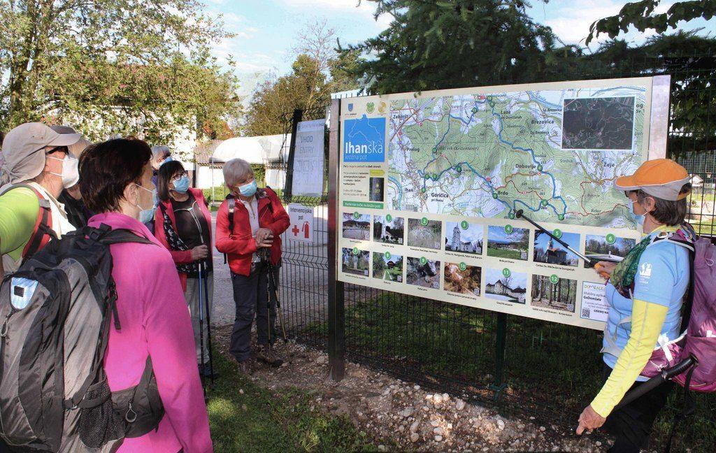 Pohod smo začeli pri info tabli ob Športnem parku v Ihanu