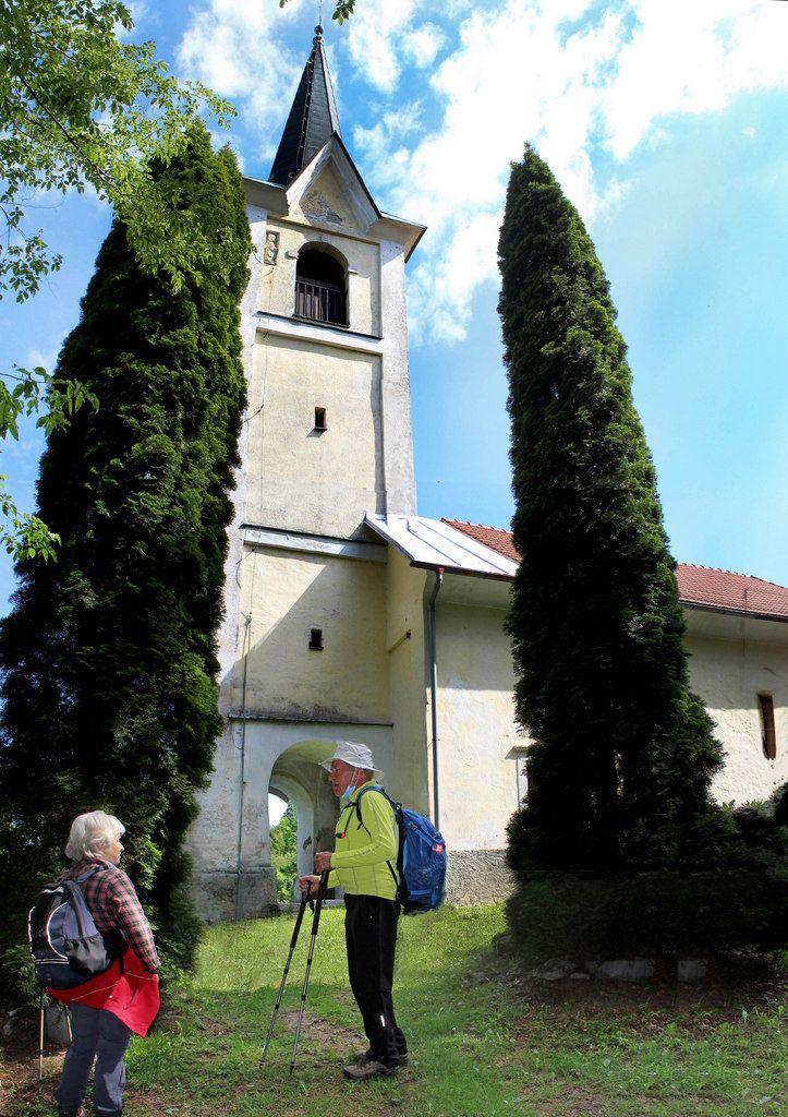 Pot nas je vodila do pohodniške točke Goropeče z gotsko oblikovano cerkvico sv. Miklavža, zavetnika splavarjev in brodarjev