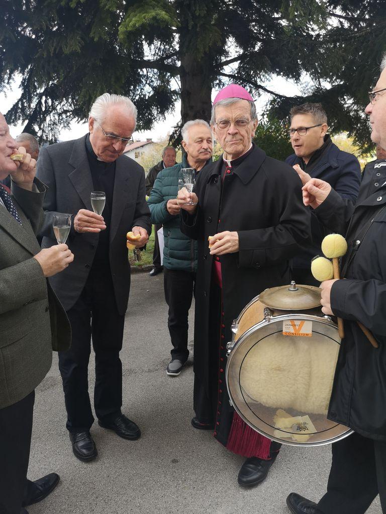 Škof msgr. dr. Stanislav Lipovšek in župnik Anton Perger