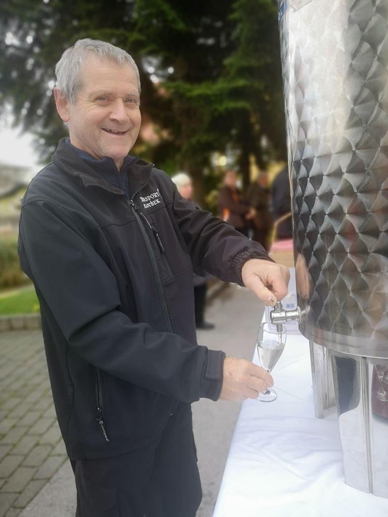 Točenje lokalnega vina