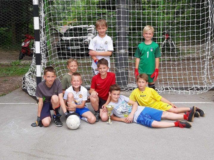 Ekipa mlajših osnovnošolcev je tekmovala prvič. Zasedli so 2. mesto. Bravo!