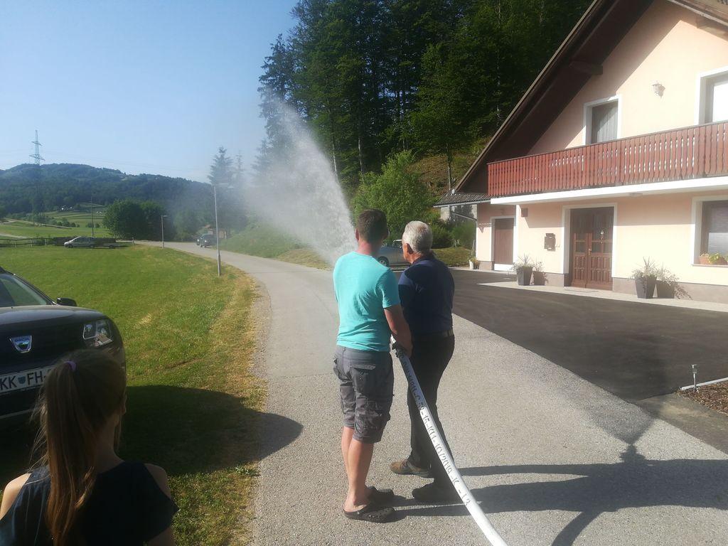 Domači gasilci so slovesno predali vodovod svojemu namenu (foto: Janja Tratar)