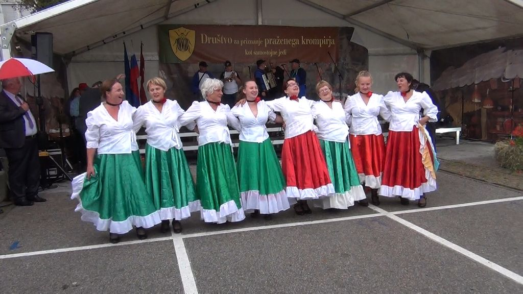 Mlade  žurerke iz Tržišča (foto: Stane Markovič)