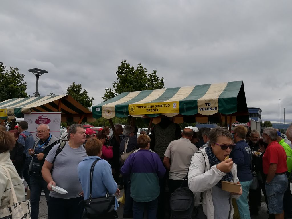 Obiskovalcev festivala praženega krompirja je bilo kar nekaj (foto: Janja Tratar).