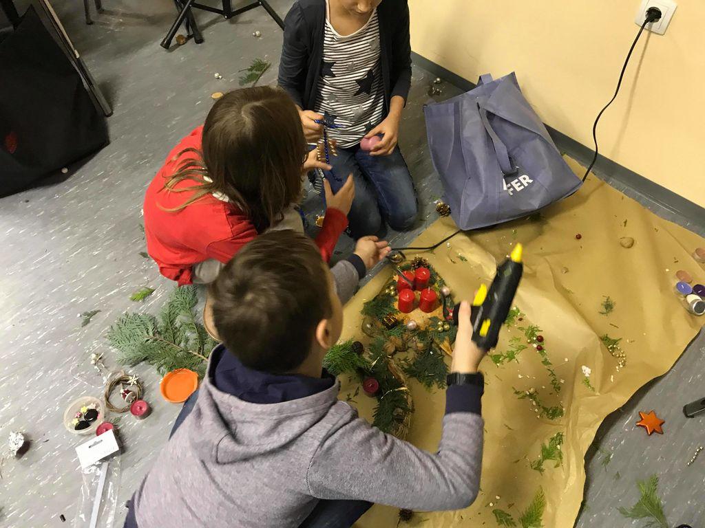 Oplotniški osnovnošolci izdelovali adventne venčke