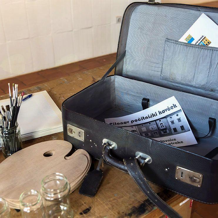Pilonov počitniški kovček v Pilonovi galeriji Ajdovščina