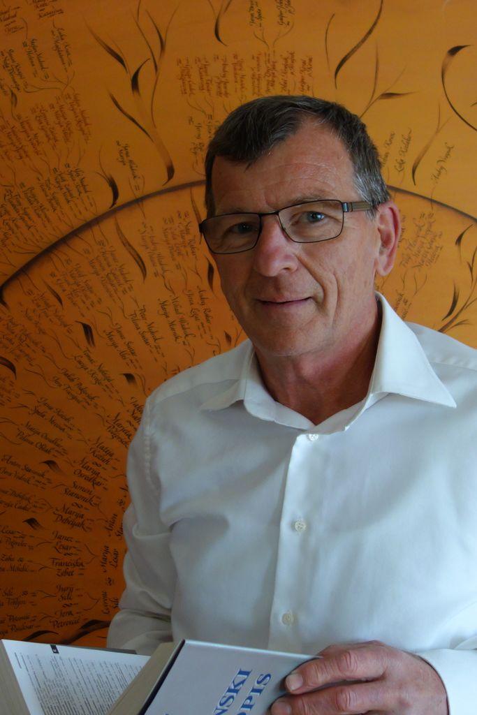 PRESTAVLJENO: Cikel domoznanskih predavanj z dr. Jurijem Šilcem: Gospodje Jeterbenški