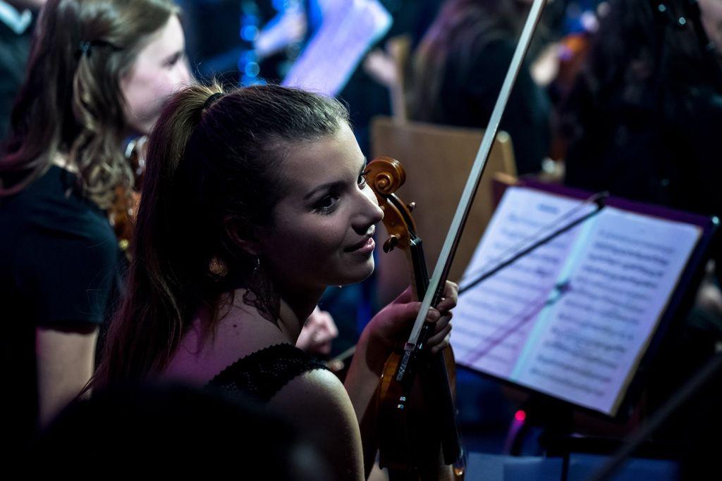 Glasba za pokušino - Ana Ločniškar - violina in mladinska sekcija Godbe Medvode