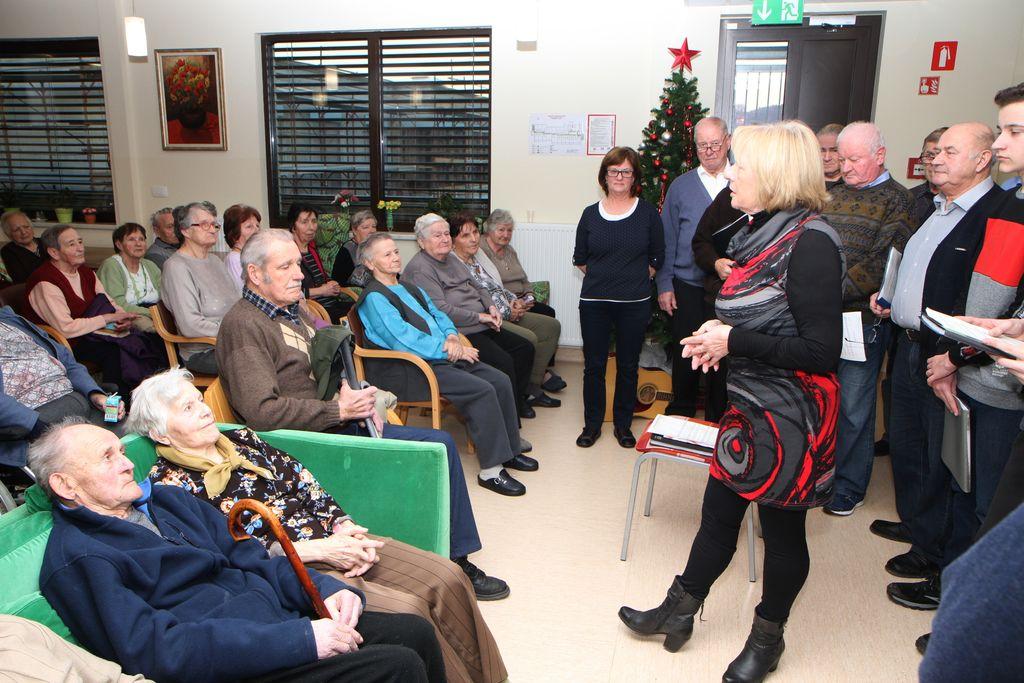 Stanovalce Doma upokojencev so za praznike obiskali tudi predstavniki KO RK Polzela in Župnijske Karitas Polzela