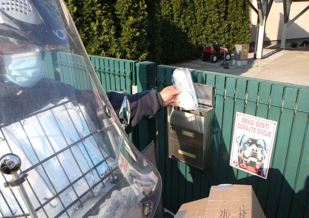 Danes raznašajo poštarji zaščitne maske  v vsa gospodinstva v občini Polzela