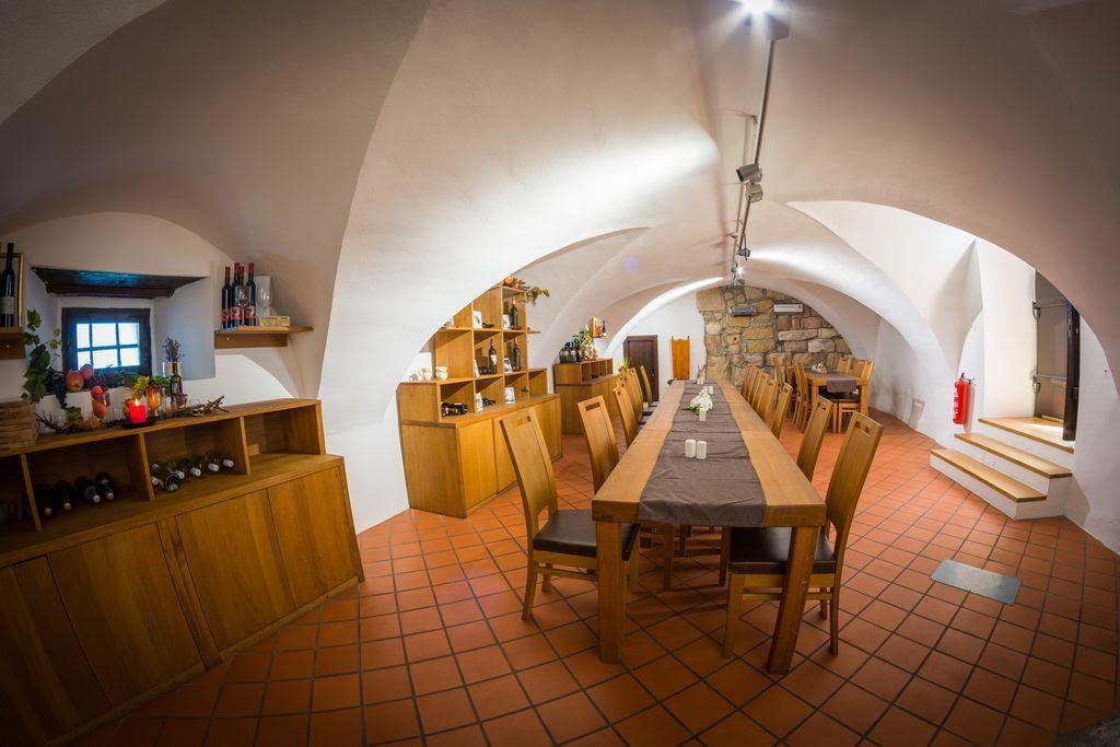 Občina Polzela oddaja gostinski lokal na gradu Komenda v najem
