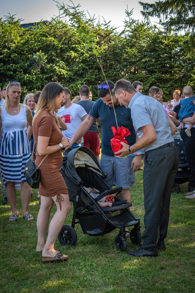 Županov sprejem novorojenčkov in njihovih staršev v čudovitem parku Šenek