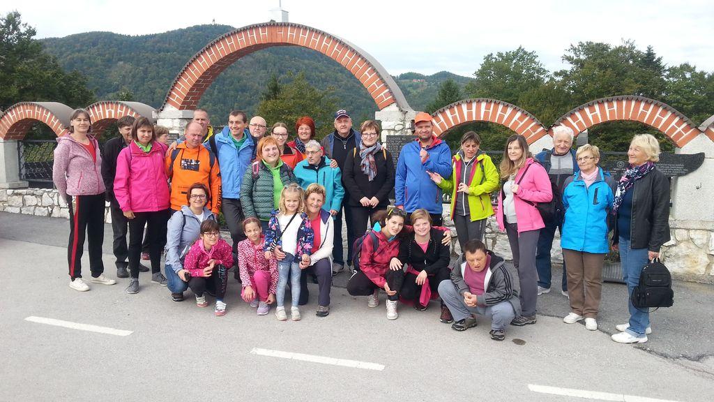 Člani društva Sožitje so obiskali znamenitosti Andraža nad Polzelo.