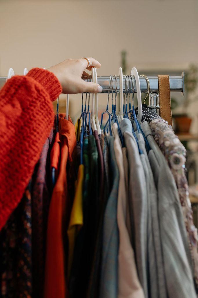 V Sloveniji smo leta 2019 zavrgli kar 12,3 kilograma oblačil na prebivalca.