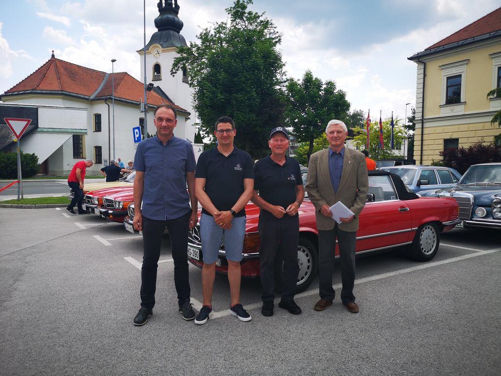 Goste sta sprejela podžupan Miloš Frankovič in vodja Tica Damjan Jevšnik. Poleg njiju sta na fotografiji še Denis Kolman in predsednik kluba Miroslav Brumat.