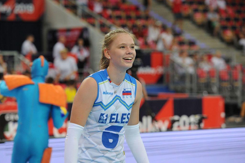 Do zdaj je nanizala že kar nekaj izvrstnih rezultatov. Začelo se je z naslovom državnih prvakinj v mali odbojki, nadaljevalo s kolajnami v odbojki na mivki. Sodelovala je na svetovnem prvenstvu v Argentini v kategoriji u18, na evropskem prvenstvu s slovensko člansko reprezentanco in še na mnogih drugih tekmah.