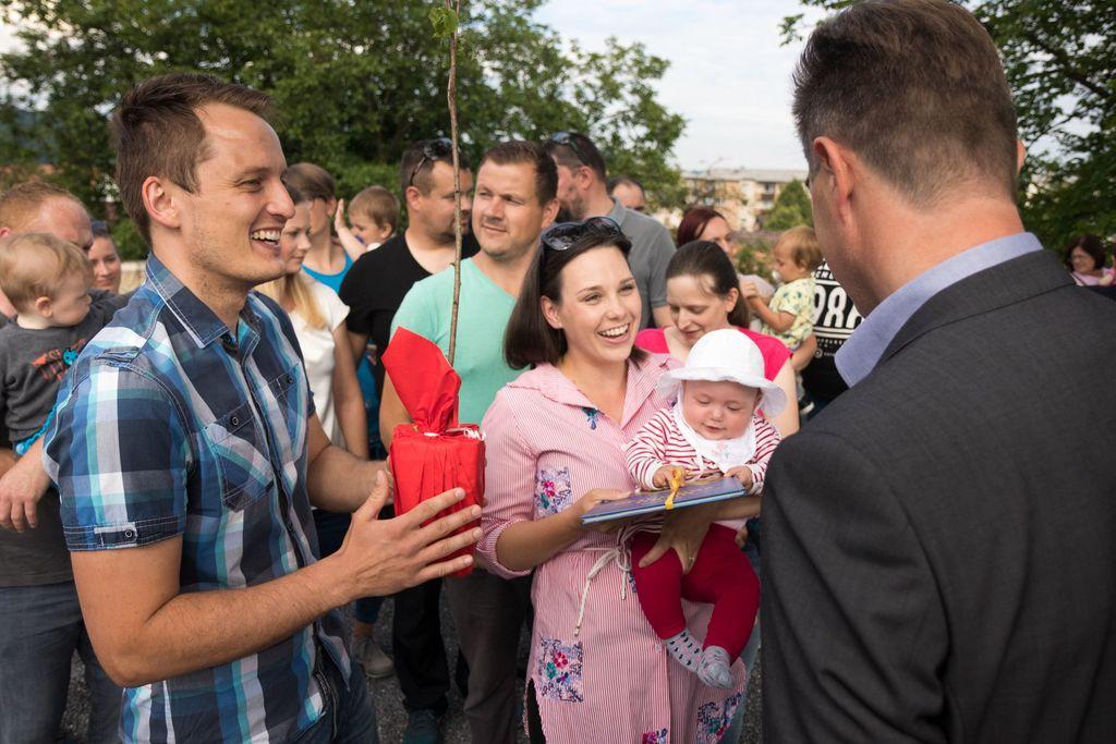 Sadika češnje in knjiga uspavank za novorojenčke