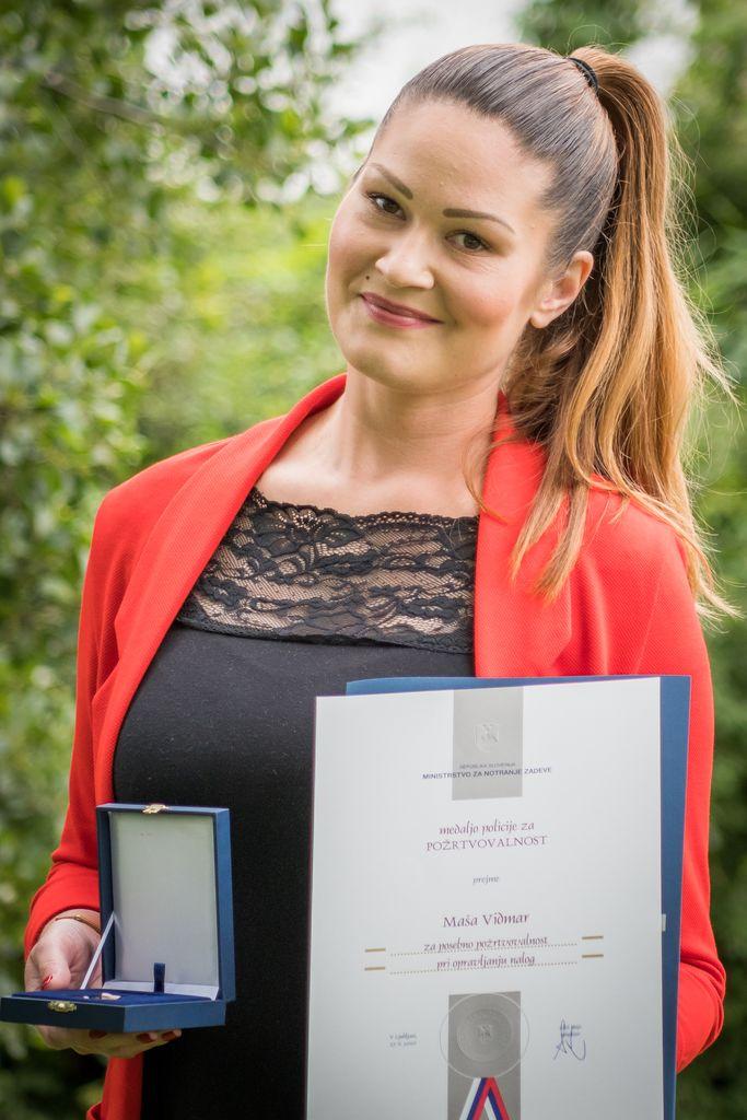 Polzelanka Maša Vidmar prejela medaljo policije za požrtvovalnost