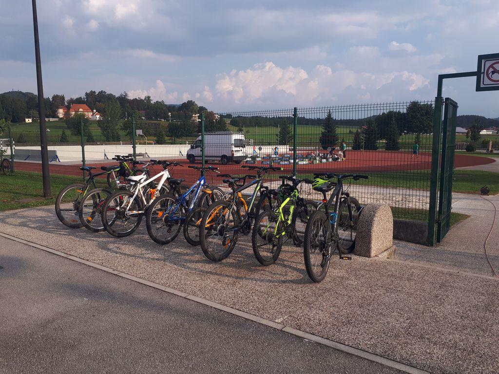 Kolesarnica, kjer otroci puščajo svoja kolesa