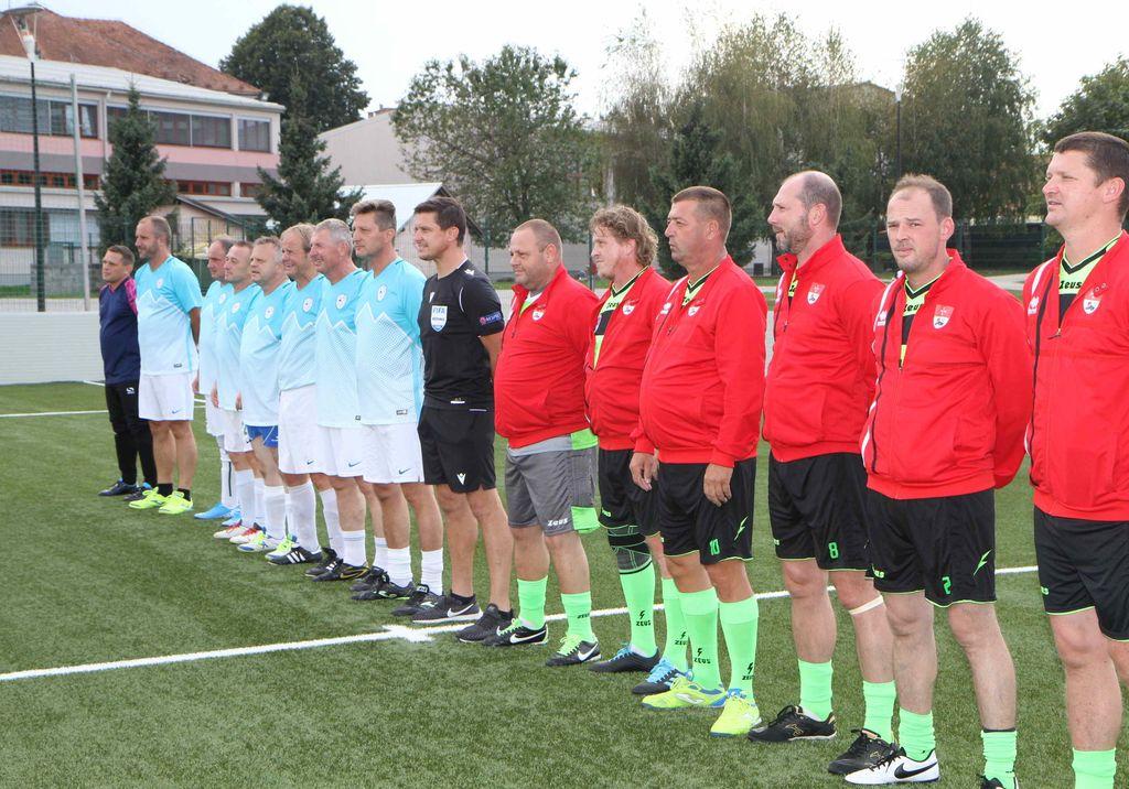 Ekipa reprezentance županov in veteranov nogometnega društva Polzela
