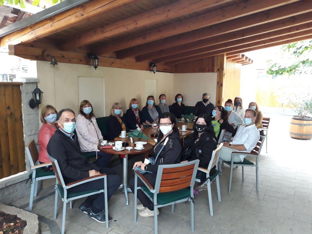 Udeleženci tedna izobraževanja za trajnostni razvoj na jutranji kavici