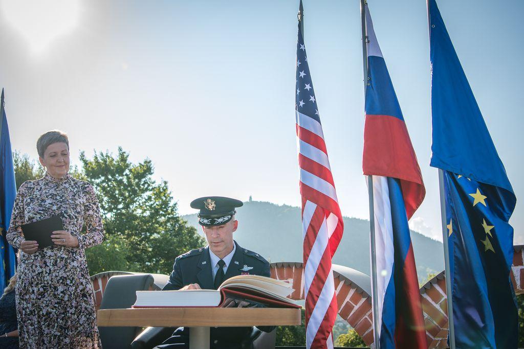 Na osmi spominski slovesnosti v Andražu nad Polzelo vrh slovenske politike in visoki gostje iz ZDA