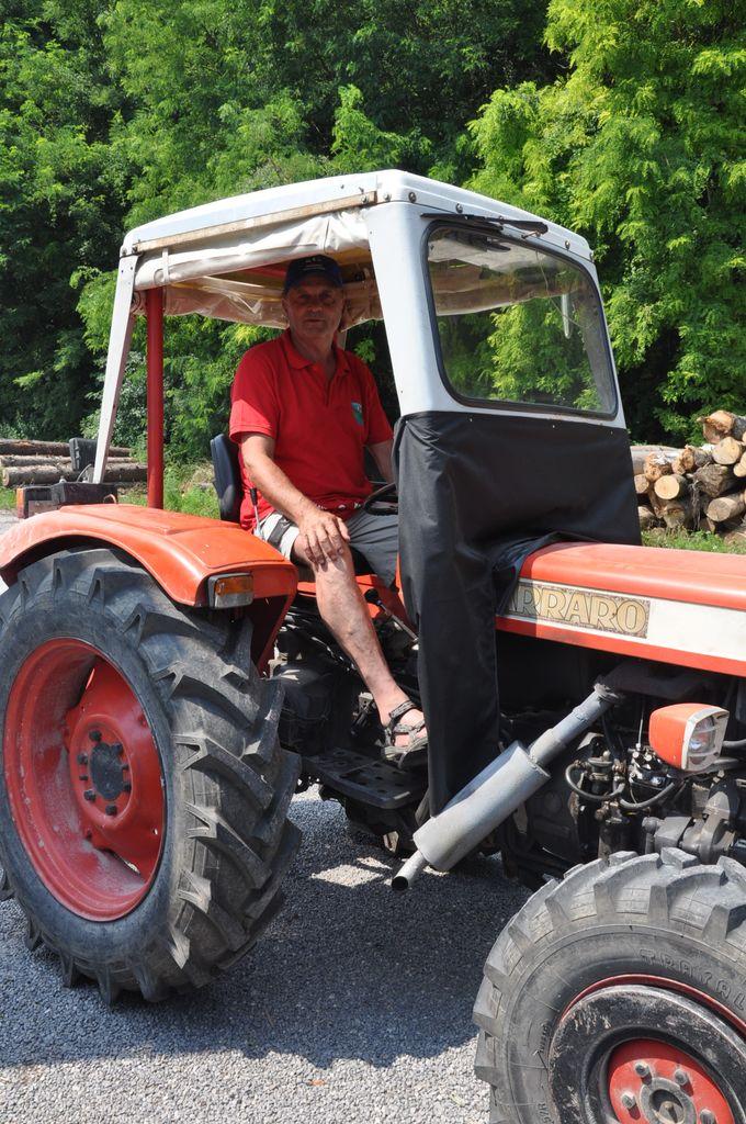 S starodobnimi traktorji po Sloveniji – od Sevnice do Tržišča