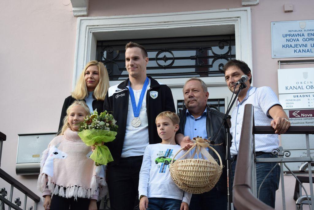 Sprejem srebrnega reprezentanta Janija Kovačiča v Kanalu