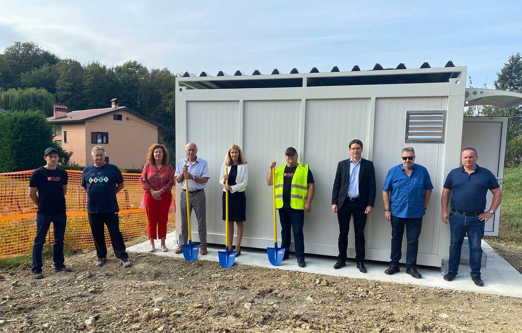 Podjetje RUNE Enia d.o.o. včeraj v občini Brda začelo z zemeljskimi gradbenimi deli za omrežje RUNE
