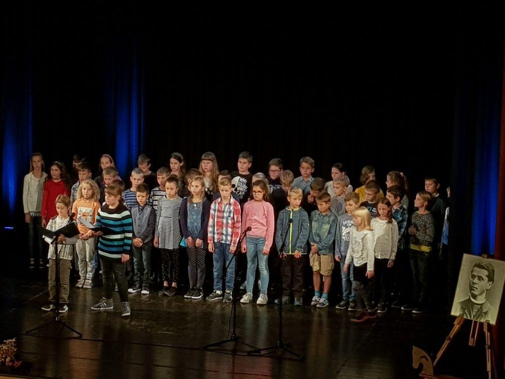 Otroci obudili spomin na pesnikovo pot