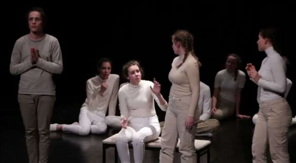 Gledališka predstava Grenki sadeži pravice