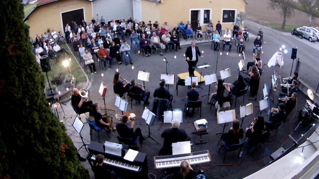 Na valovih glasbe Pihalnega orkestra Cecilija