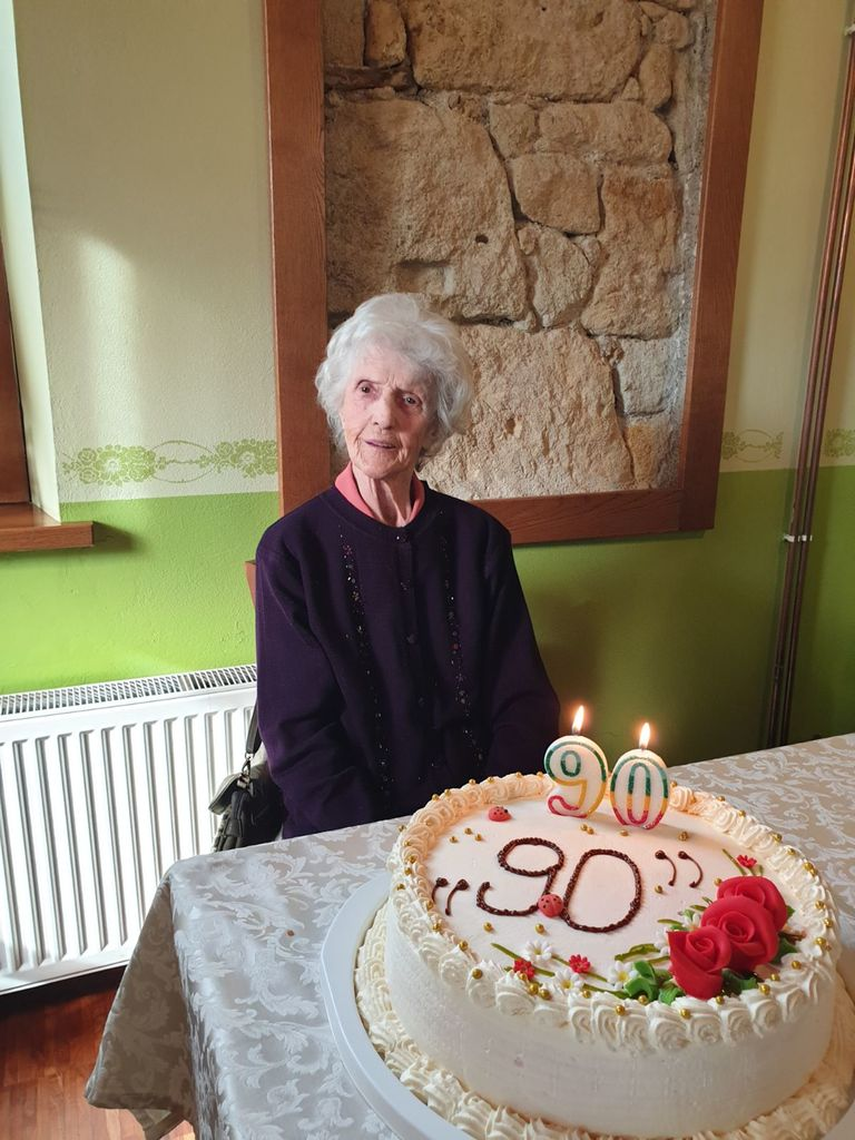Anica Krajnc praznovala 90 let