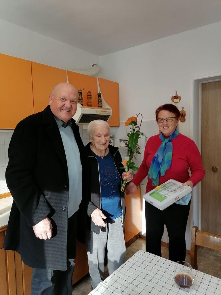 Skorajšnja stoletnica v družbi predsednika Društva upokojencev Polzela in Beti Mlakar