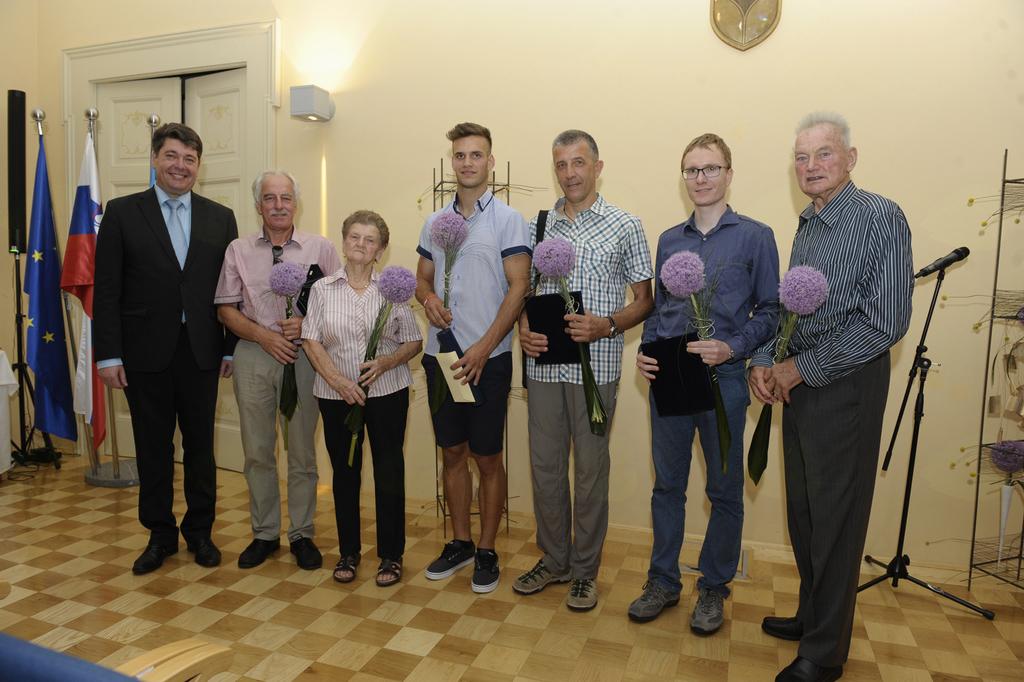 Dobitniki priznaj in diplom Občine Šempeter-Vrtojba za leto 2016. (Foto: Foto atelje Pavšič Zavadlav)