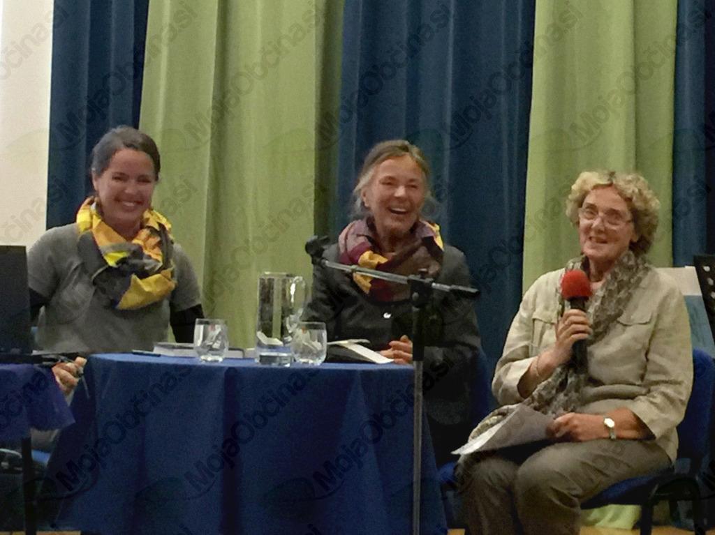Ustvarjalke monografije o dr. Marji Boršnik: (z leve proti desni) vnukinja dr. Eva Premk Bogataj, hči dr. Francka Premk in bibliografinja Anka Sollner Perdih.