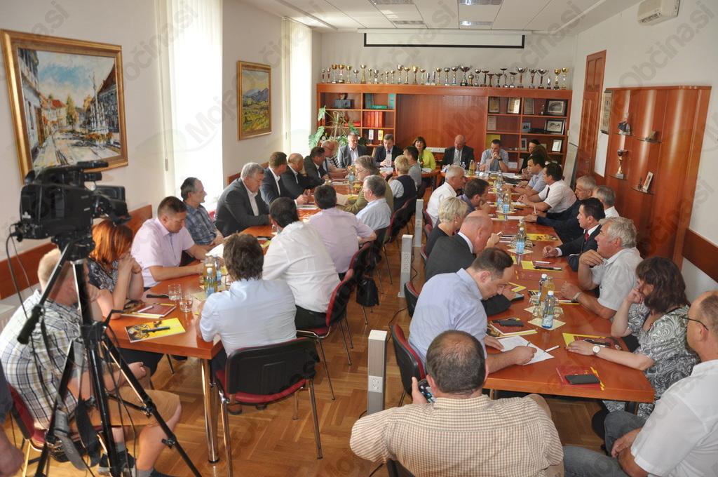Polna sejna soba Območne obrtno podjetniške zbornice Slovenske Konjice