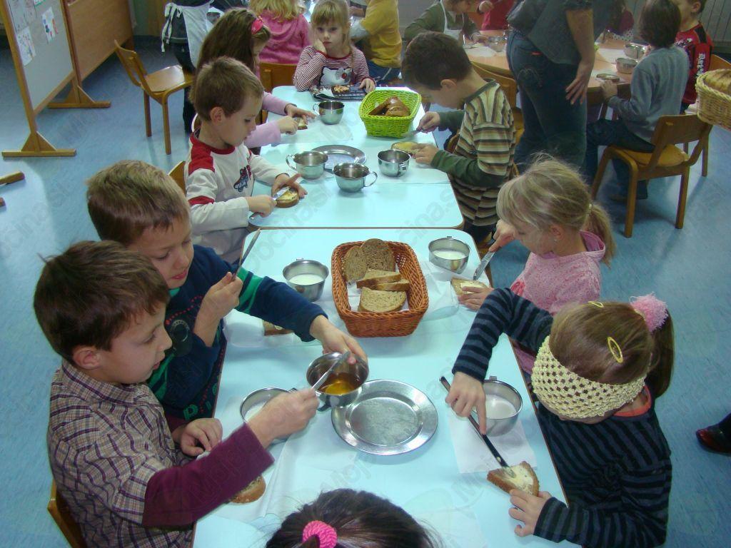 Medeni zajtrk v vrtcu na Muti leta 2009