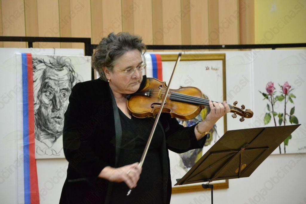 Za glasbeni oddih je poskrbela violinistka Vera Belič.