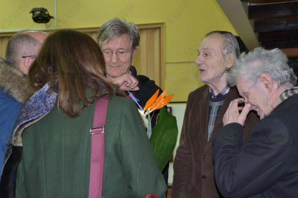 Slikar Krištof Zupet je poklepetal z obiskovalci, od katerih je prejemal iskrene čestitke.
