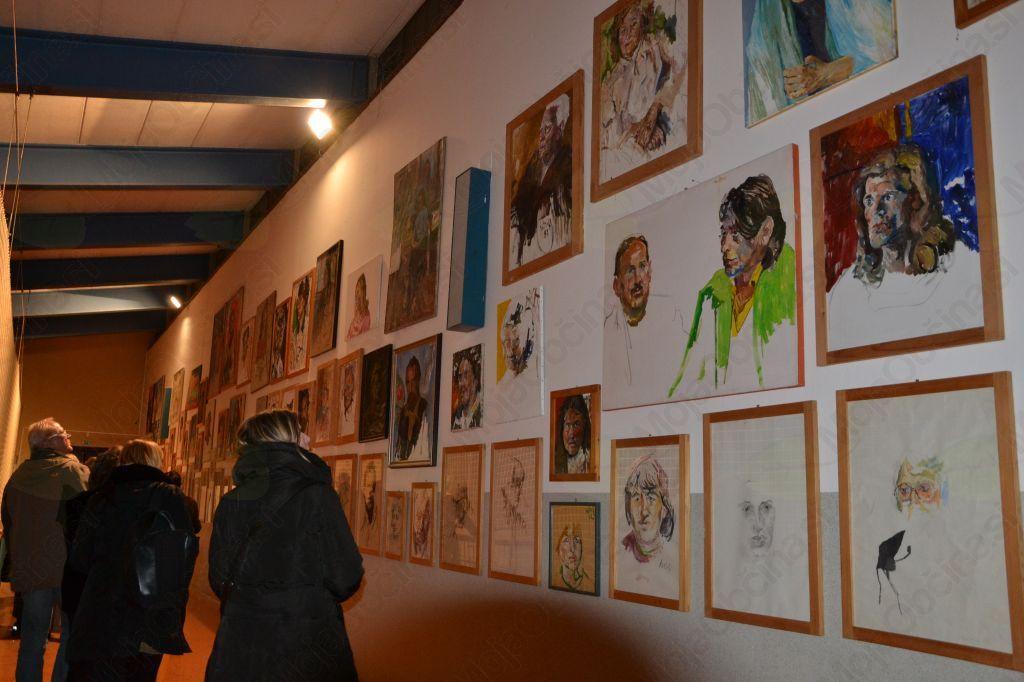 Obiskovalci so si ogledali tudi stalno razstavo, ki vse leto krasi steno OŠ Horjul.