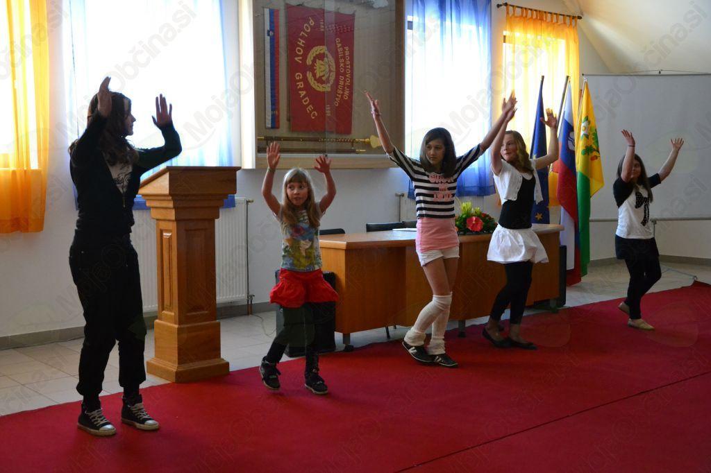 Pionirke so se predstavile s plesno točko.