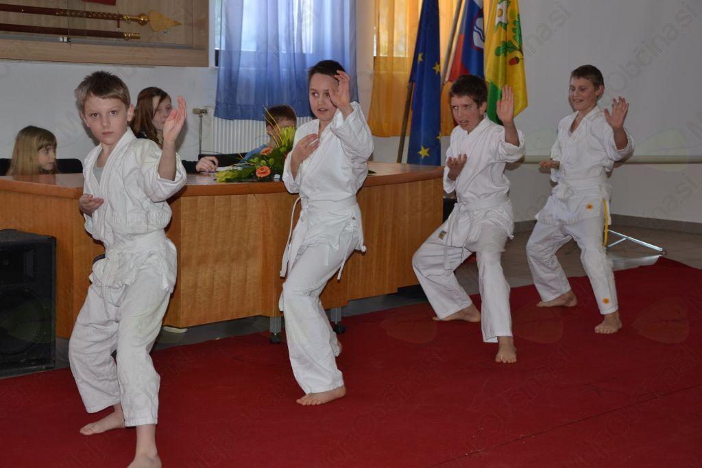 Fantje so dnevni red popestrili s prikazom karateja.